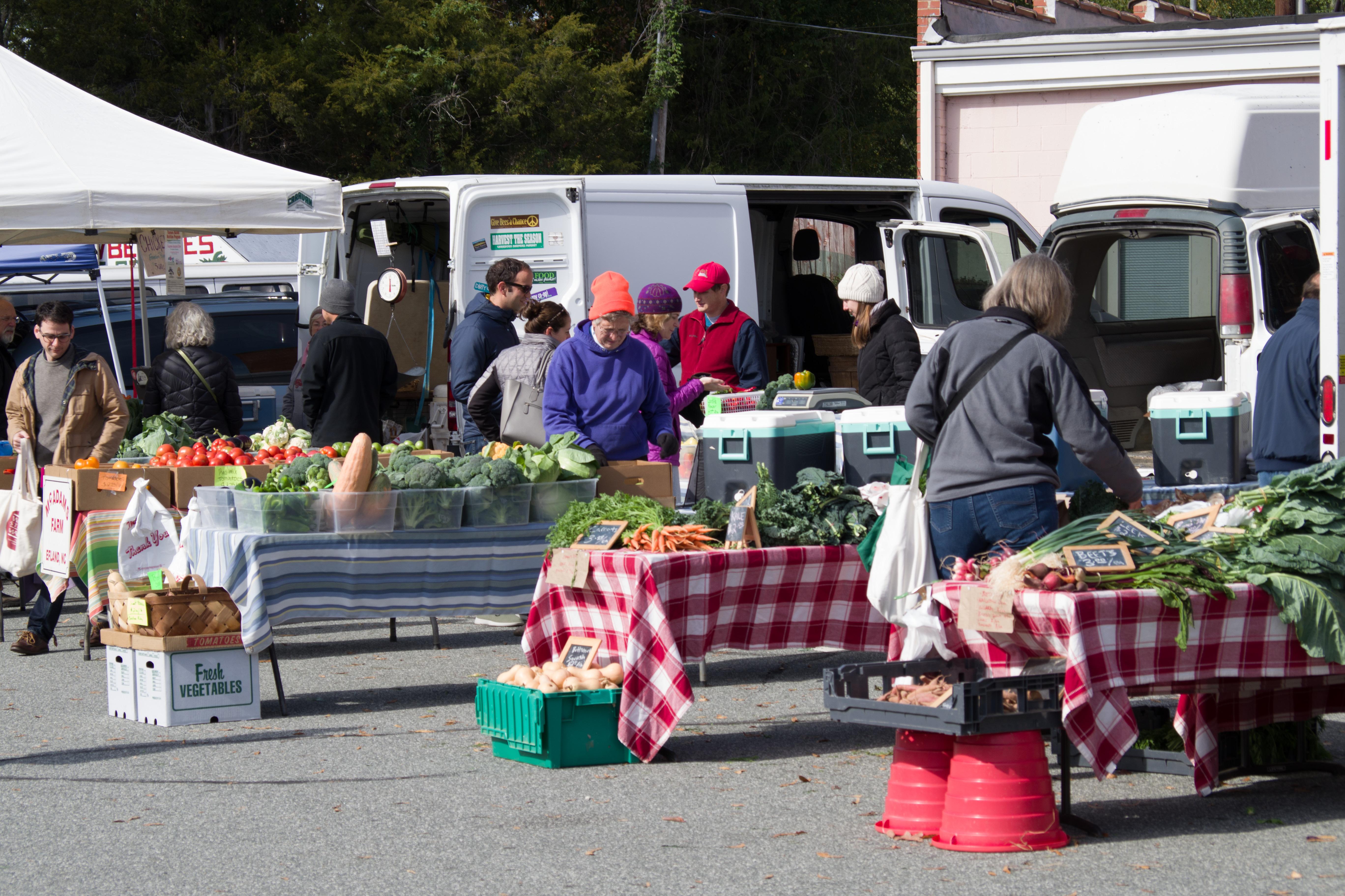 An outdoor farmer's market. Photo © Jillian Regan 2017
